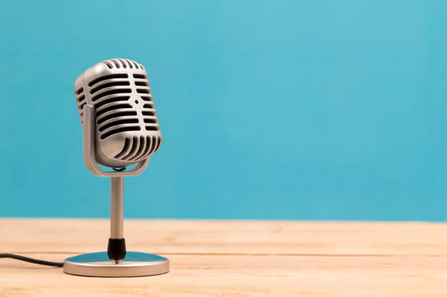 Vintage microphone isolated on white background Premium Photo
