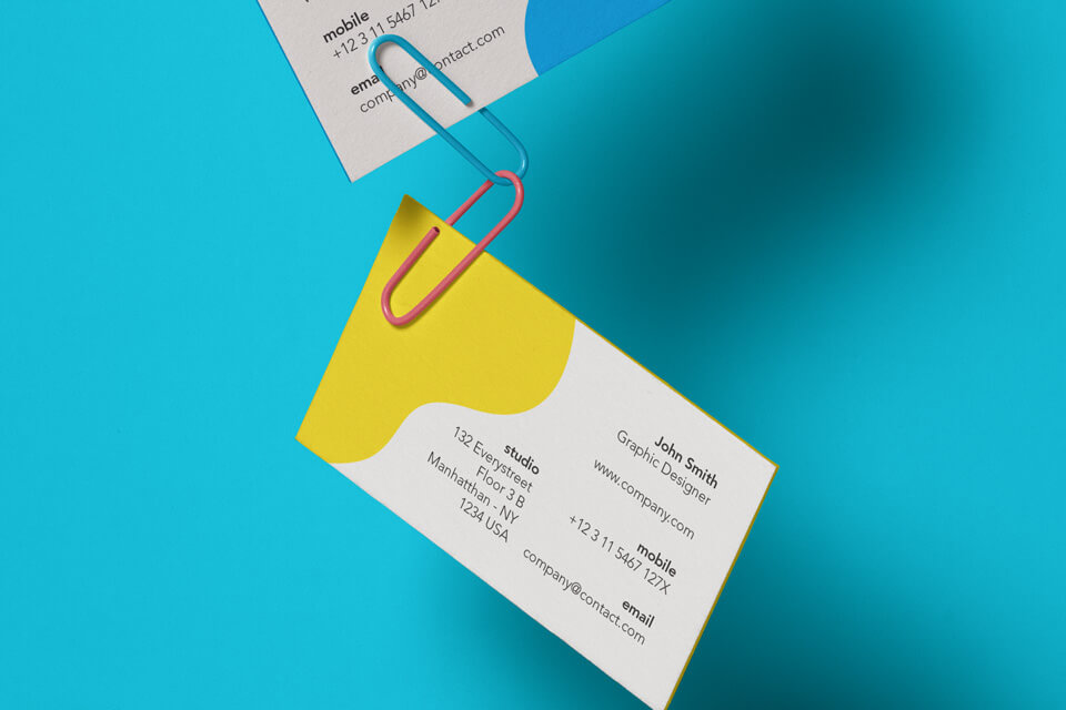 Free Clipped Business Card Mockup PSD Template1