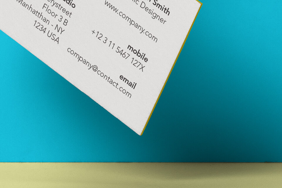 Free Clipped Business Card Mockup PSD Template3