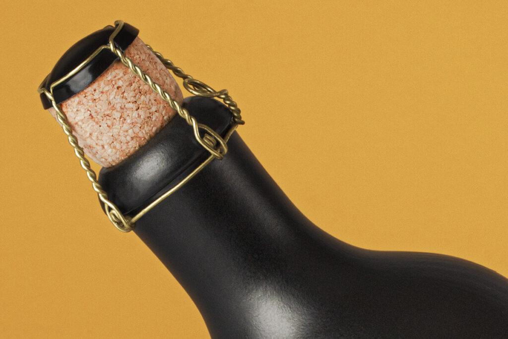 Free Ceramic Dark Bottle Mockup PSD Template2 (1)
