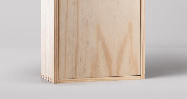 Free Wine Wood Box Mockup PSD Template4 (1)